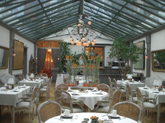 Manos Premier Hotel: breakfast room