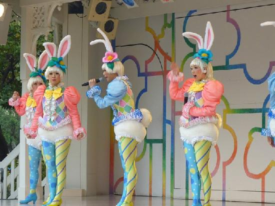 Tokyo Disneyland: cute bunnies