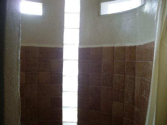 Cabanas Puerto Morelos: shower