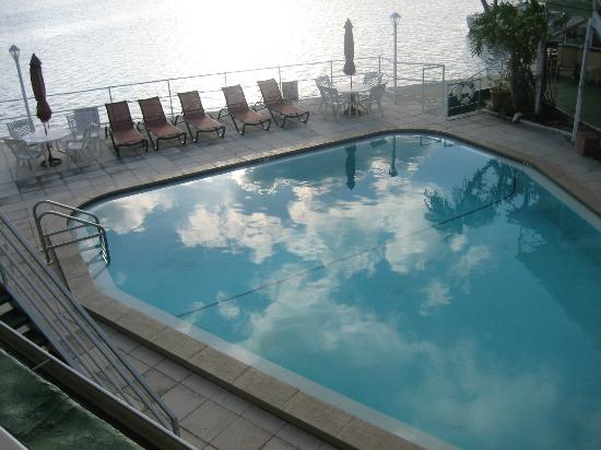 Ebb Tide Waterfront Resort: Pool from second floor
