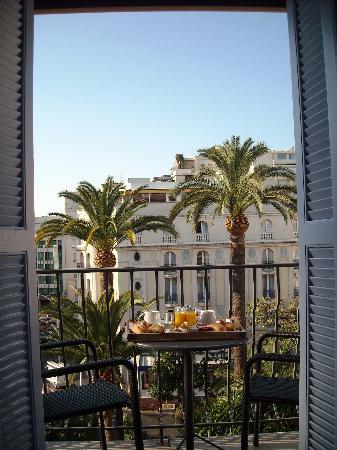 Hotel de Provence: Frühstück auf dem Balkon
