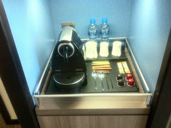AVANI Deira Dubai Hotel: Coffee. My wake up call.