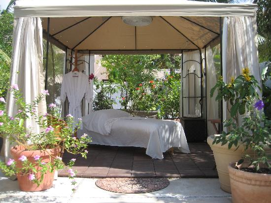 Martina\'s Oasis Spa garden treatment room - Picture of Martina\'s ...
