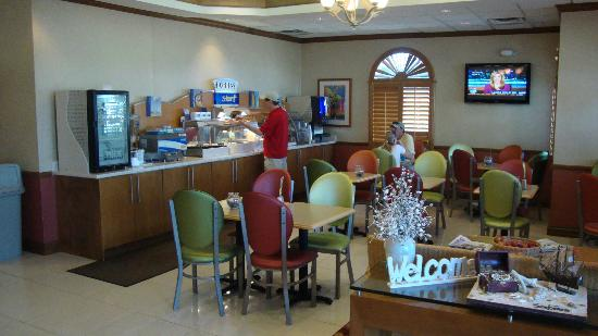 Holiday Inn Express North Palm Beach - Oceanview: View of breakfast area (there is additional seating avail)