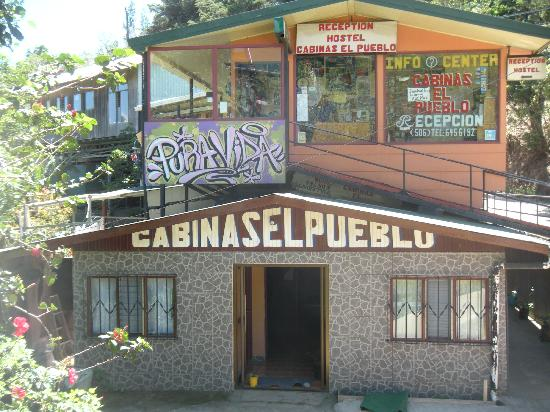 Cabinas El Pueblo Bed & Breakfast: Hostel Entrance