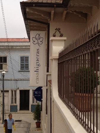 Hotel Casa Higueras: Out front