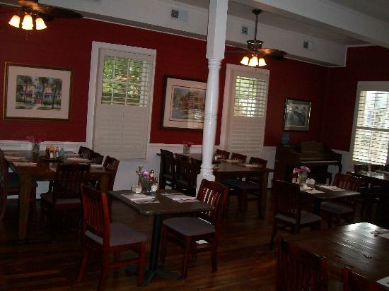Florida House Inn: Dining room for breakfast plus a restaurant