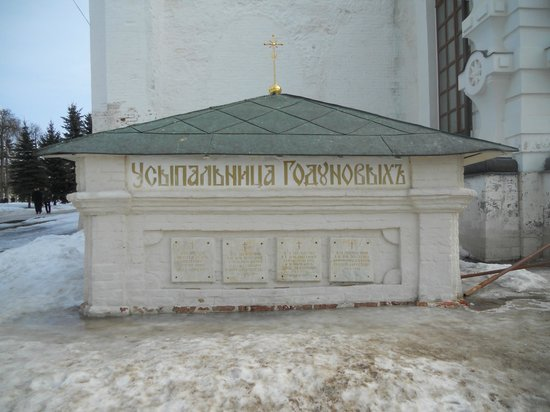 ‪Grave of Boris Godunov‬