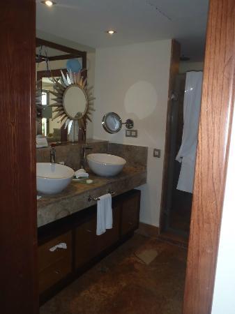 Excellence Playa Mujeres : Bathroom area