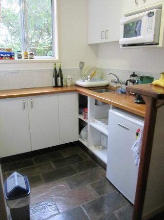 Baystay Bed & Breakfast: galley kitchen