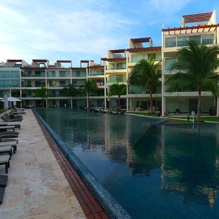 The Elements Oceanfront & Beachside Condo Hotel: Pool