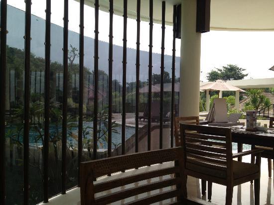 Mahagiri Villas Dreamland: resturant view off pool