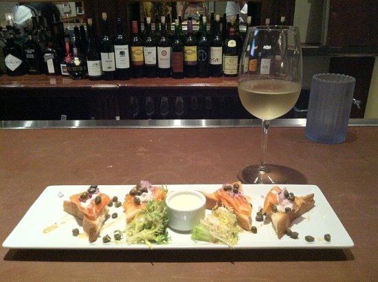 La Brasserie Bistro & Bar : vodka and citrus cured grave lax & a glass of Sancerre