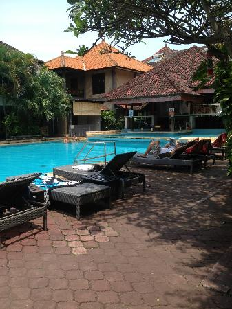 Grand Barong Resort : back pool