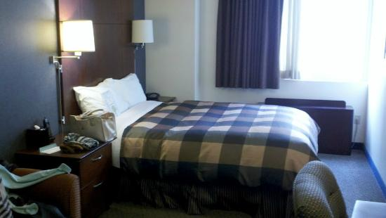 Club Quarters Hotel in San Francisco: bed