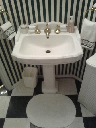 Yardley Inn and Spa: Bathroom sink