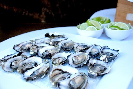 Gaston : Freshly shucked oysters