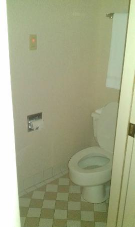 Slumber Inn : bathroom