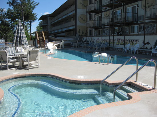 Cliffside Resort & Suites: Outdoor pools