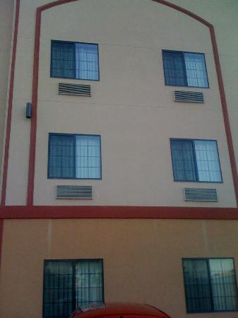 Days Inn Kemah: View of our room from the outside
