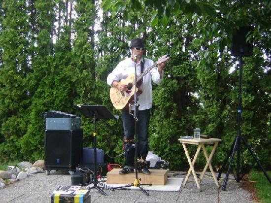 Good Omens Coffeehouse: Ari Neufeld playing at Summer Solstace