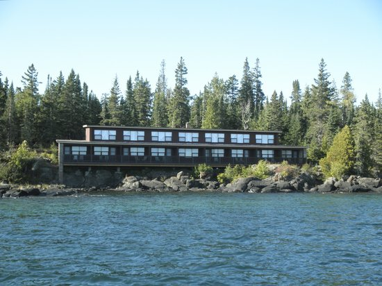 Rock Harbor Lodge: lodge viewed from the water
