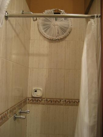 Hotel La Cartuja: Room 8 shower