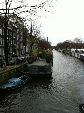 The Posthoorn: canal veiw from street