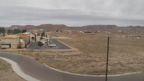 Hampton Inn and Suites Kingman: View from the room window