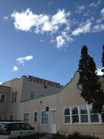 Symes Hot Springs: Exterior