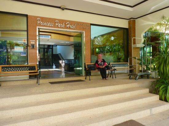 Princess Park Hotel : The entrance