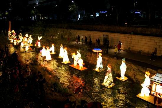 Cheonggyecheon: Seoul Lantern Festival 2011
