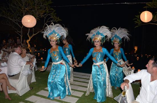Tirta Ayu Hotel & Restaurant: welcome dancer