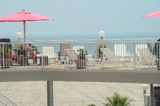 Paradise Oceanfront Resort: Sundeck