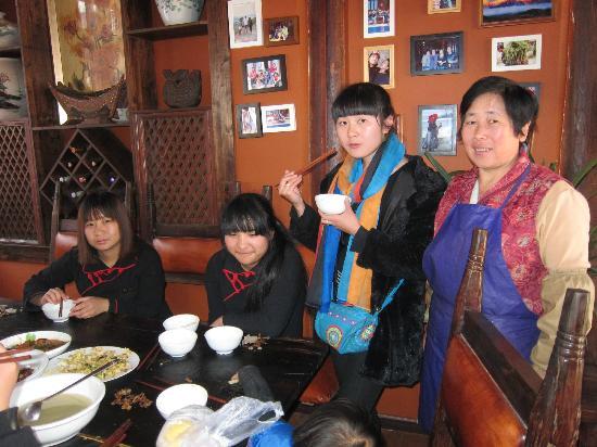 Huifeng Inn Shuhe: female staff