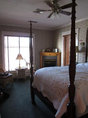 The Edwards House: Giddings Room