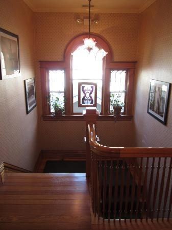 Edwards House: Staircase from the rooms