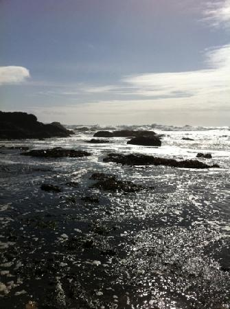 waves crashing on Glass Beach.