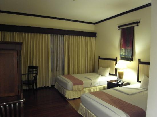Grand Sunset Angkor Hotel: ツインルーム、広さも十分です。