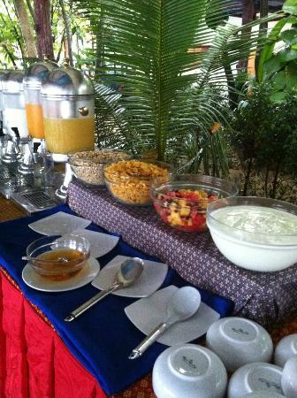 Amantra Resort & Spa: buffet breakfast