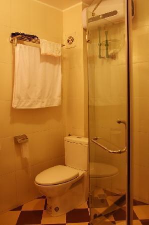 Hanoi Homestay - ChezLinhLinh House: Bathroom Ha Long