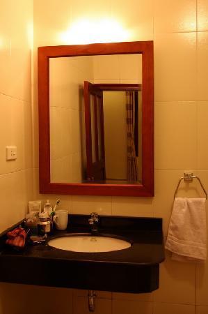 Hanoi Homestay - ChezLinhLinh House: Ha Long Bathroom