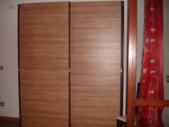 KaRol Casa Vacanze: armario habitación