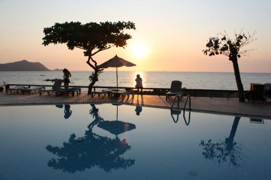 The Sunset Village Beach Resort Et Voilà Pour Le
