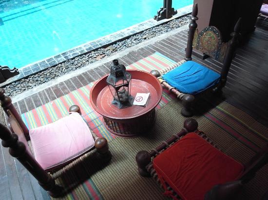 Imm Fusion Sukhumvit : プールサイドのまったり椅子。