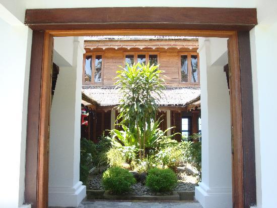 Yoma Cherry Lodge, Ngapali Beach - Courtyard Garden