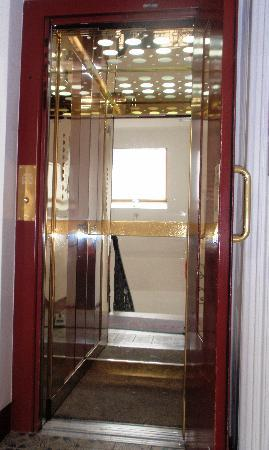 Pension Aviano: our elevator - small but nice