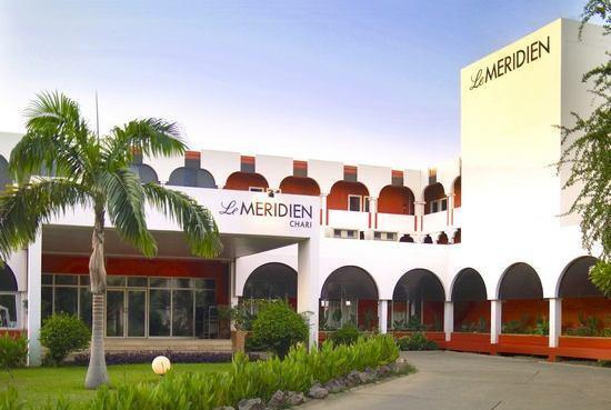 Hotel exterior picture of mercure n 39 djamena le chari n for Le jardin hotel mercure