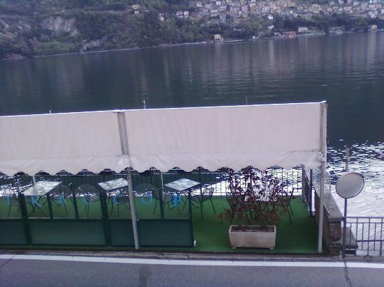 Hotel Plinio Au Lac : Terrazza con tavoli sul lago