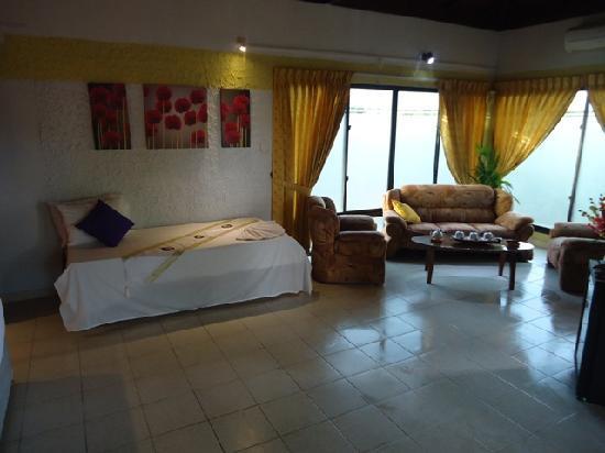 The Cosy Beach: Junior Suite Living area